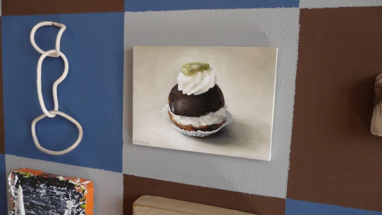 Galerie Posthuys Texel, honderd-kleine-werken-wand met schilderij Moorkop