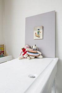 Interieur schilderij Playmobil nr3, olieverf op paneel, 18 x 13 cm, Serge de Vries