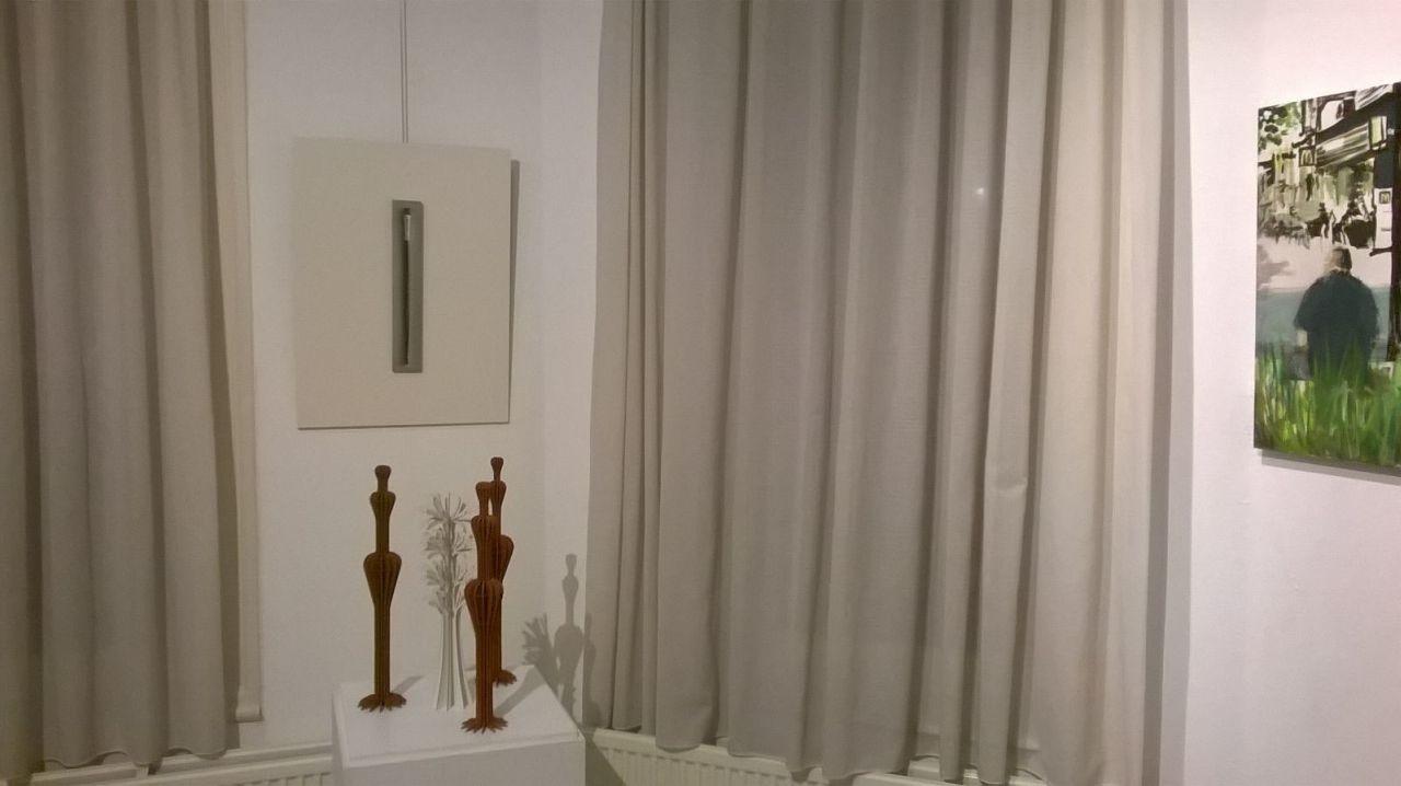 Talens penseel nat naar de galerie voor expositie